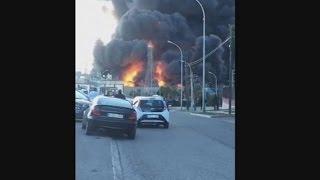 Miles de desalojados por la explosión de una empresa química en Paterna