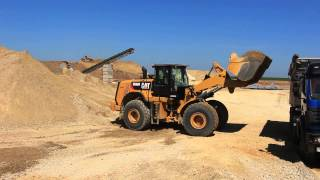 CAT 966 M wheelloader in action