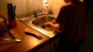 Сергей на кухне.avi