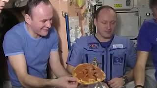 PIZZA FAIL ON THE ISS