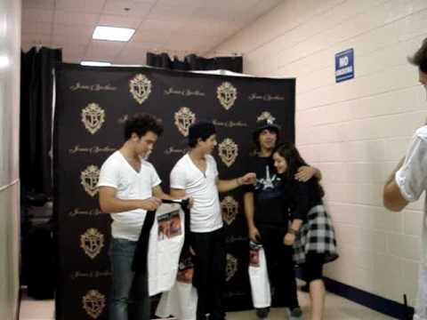 jonas meet and greet photos 2013