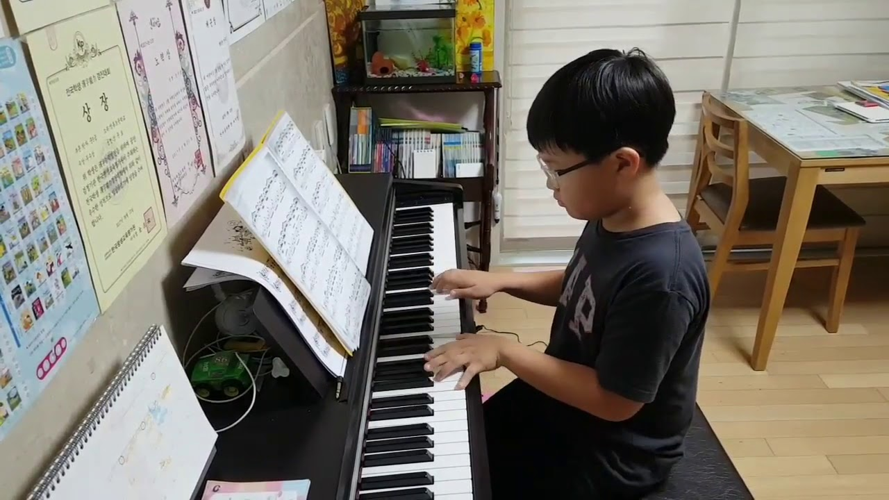 teenage-asian-pianist-young-boy-bugil-japanese