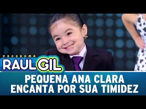 Pequena Ana Clara encanta por sua timidez | Programa Raul Gil (22/04/17)