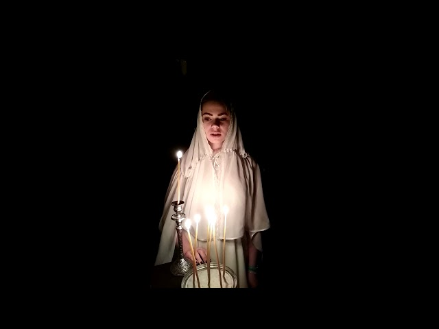 Изображение предпросмотра прочтения – ИннаПроскурня читает произведение «Девушка пела в церковном хоре» А.А.Блока