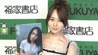 AKB48の高橋朱里が、ファースト写真集「曖昧な自分」の先行お渡し会...