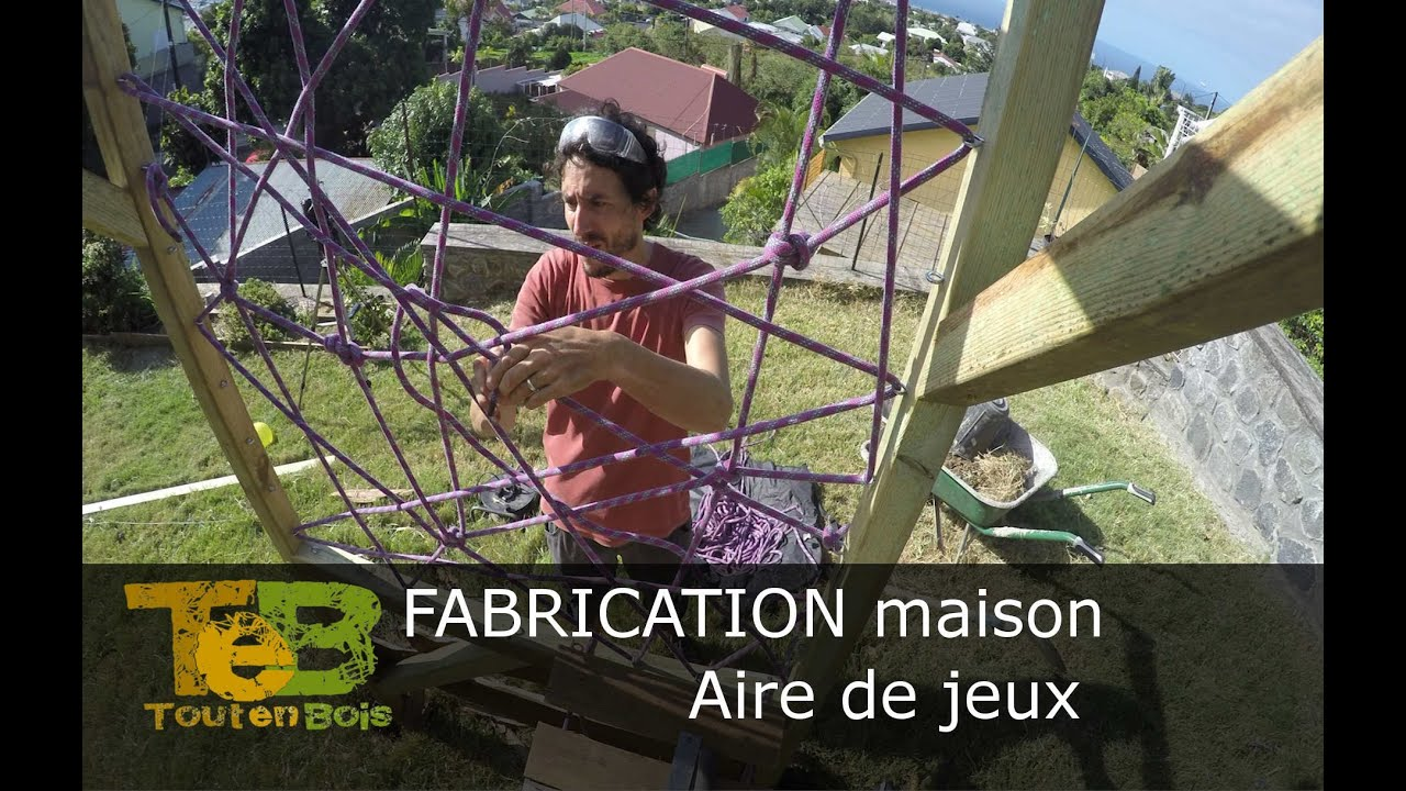 fabrication maison d 39 une aire de jeux un bricolage pour les enfants youtube. Black Bedroom Furniture Sets. Home Design Ideas