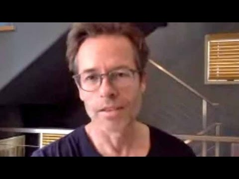 Guy Pearce ('When We Rise'): Gay rights history is 'always relevant' and 'makes people focus'