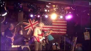 The Diamondlines 2012年10月6日 @牛久Roots ベンチャーズデイ ライブ演奏中のトラブル事例 突然アンプの電源が落ち、何とか戦線復帰を図ろうとするリズムギターの健気な姿と、 ...