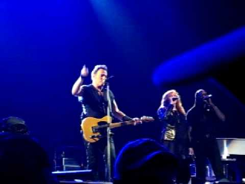 bruce-springsteen-the-e-street-band-hard-times-bonnaroo-2009-munya684