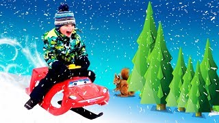 Kids Car Sled! Winter games of Leo and Daddy. Riding on a snowy slope in park. Video for children!