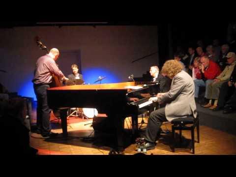 Martin Sasse Trio feat. Scott Hamilton - September In The Rain