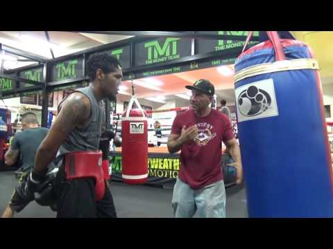 BOXING STAR THOMAS HILL WORKING ON HIS SKILLS Es Boxing
