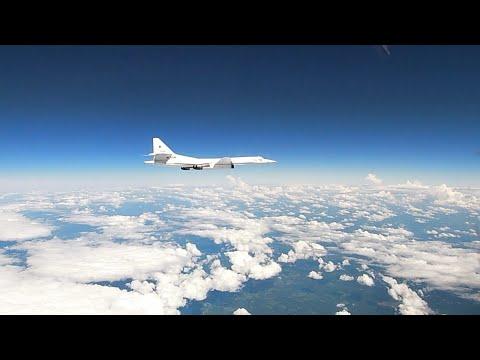 «Белые лебеди» над Балтикой: кадры дальнего полета ракетоносцев Ту-160