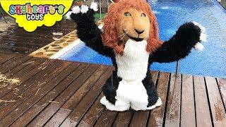 LION HEAD Transform! Skyheart saves polar bear and fox from lion head nerf war
