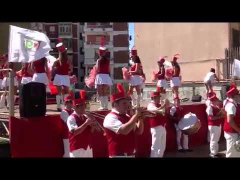 """Il gruppo majorette con la banda musicale """"R.Viviani new ba"""