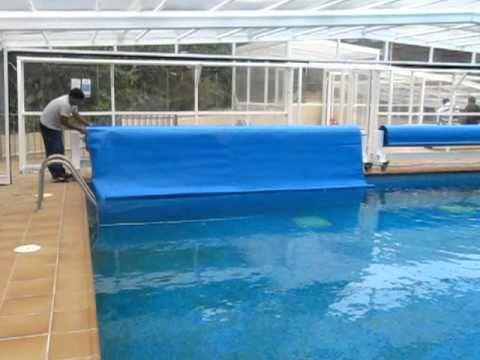 Cubiertas para piscinas manta termica de burbuja automatica detalle final de apertura mov - Mantas termicas para piscinas ...