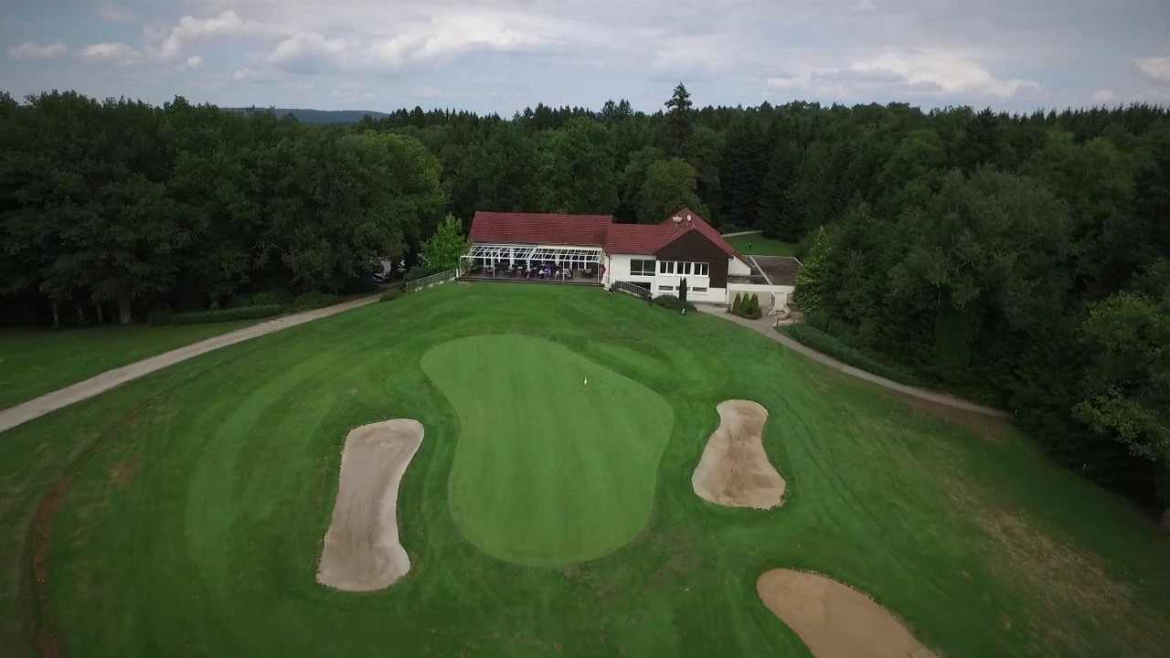 le golf de besan on dans le doubs vue du ciel par un drone youtube. Black Bedroom Furniture Sets. Home Design Ideas