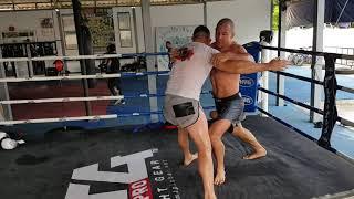 Baixar Damian Janikowski i Paweł Jędrzejczyk - trening kliczu Muay Thai