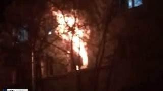 Пожар в общежитии МАИ: все пути спасения были закрыты на замки(В Москве ночью 21 апреля горело общежитие авиационного института. Пламя распространялось настолько быстро,..., 2016-04-21T19:02:27.000Z)