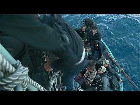 مهاجرون تونسيون عالقون في عرض المتوسط تنقذهم سفن الإغاثة  - نشر قبل 4 ساعة