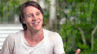 """EXCLUSIVE! Watch """"Best of Me"""" Revealed - with Luke Bracey"""