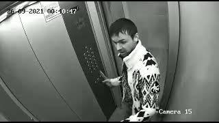 Липчанин с ножом в руках подрался в лифте с отражением в зеркале