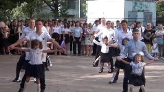 Линейка  1 сентября  столичная школа 7