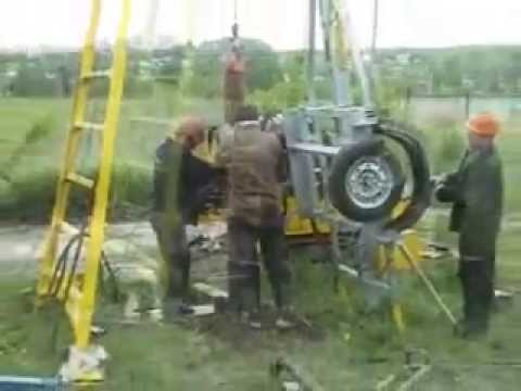 Mobile drilling derrick