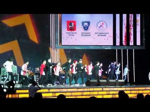 Модный танец на сцене ГЦКЗ