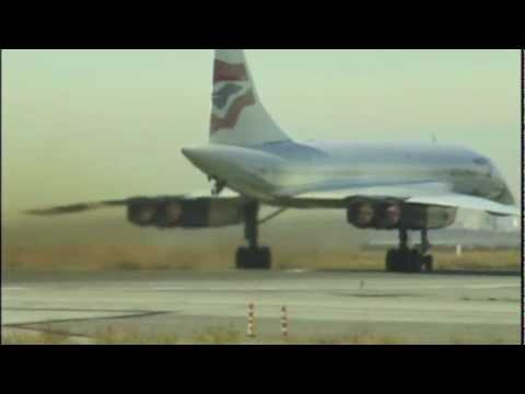 Great view of Concorde & Twin Towers departing JFK
