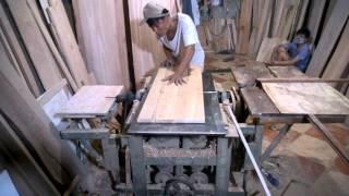 Thợ mộc yêu nghề làm việc thâu đêm để kịp tiến độ cho khách tại hà nội