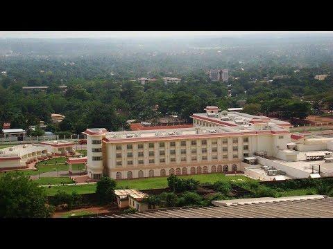Bangui est la capitale et plus grande ville de la République centrafricaine, de la rivière Oubangui,
