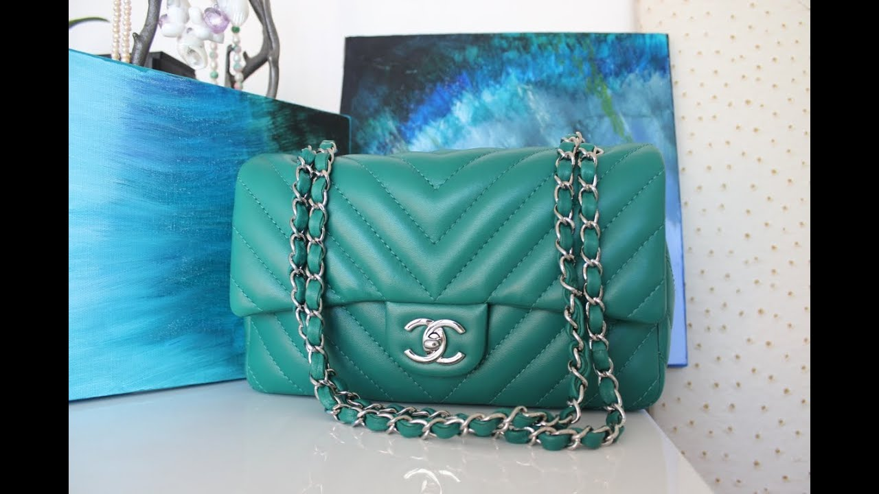 dc4e35ffc4f3 What's in my Chanel 2.55 Flap Handbag & Purchasing Tips - YouTube