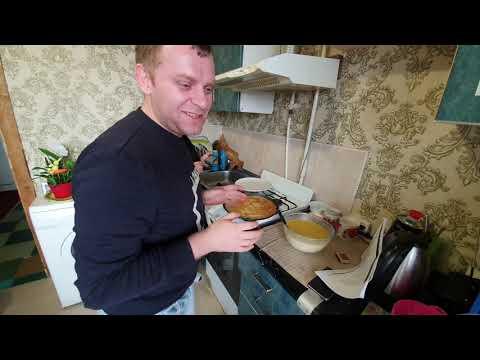 Бедная Марина готовит блины