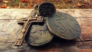 Гора монет на старинном урочище.