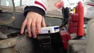 Пуско-зарядное устройство для аккумулятора(Проверяем пуско-зарядное устройство: приехали на парковку, поменяли аккумулятор на старый не рабочий и..., 2014-03-19T19:47:29.000Z)