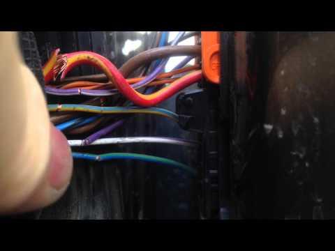 Провода в левой двери Skoda Yeti 2012.