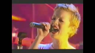 Garbage - Shut your mouth (live Kerrang Awards 2002)