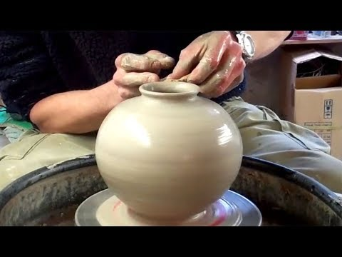 Making / Throwing a Spherical shaped Pottery vase on the wheel