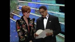 Video Julia Roberts Wins Best Actress Motion Picture Musical or Comedy - Golden Globes 1991 download MP3, 3GP, MP4, WEBM, AVI, FLV Agustus 2018