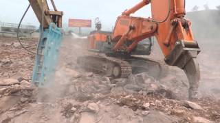 Hitachi Excavators 470 Equipped with rock arm &crusher head