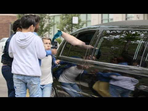 Ray Romano Extends His Hand Out The Window Of His Limo And Lets The Schoolchildren Kiss It