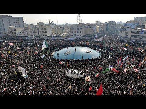 شاهد: جنازة مهيبة للقائد العسكري الإيراني قاسم سليماني والمرشد الأعلى يجهش بالبكاء…