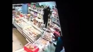 Мать разгромила магазин на глазах у ребенка в Жуковском