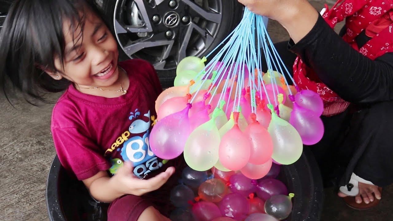 Download Serunya Bermain Air dan Main Lempar Lemparan Balon Air Bersama Keluarga