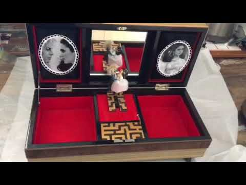 Labyrinth Musical Jewellery Box  - Music Box plays As The World Falls Down