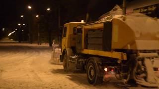 Уборка снега в ночь 23 января. Вид с кабины водителя КДМ