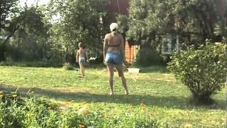 Мама с сыном разыгрались в футбол! M2U01445.MPG