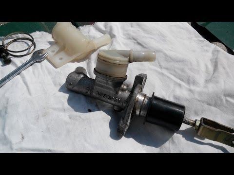 Ремонт ниссан. главный цилиндр сцепления, прокачка. своими руками. clutch Master cylinder