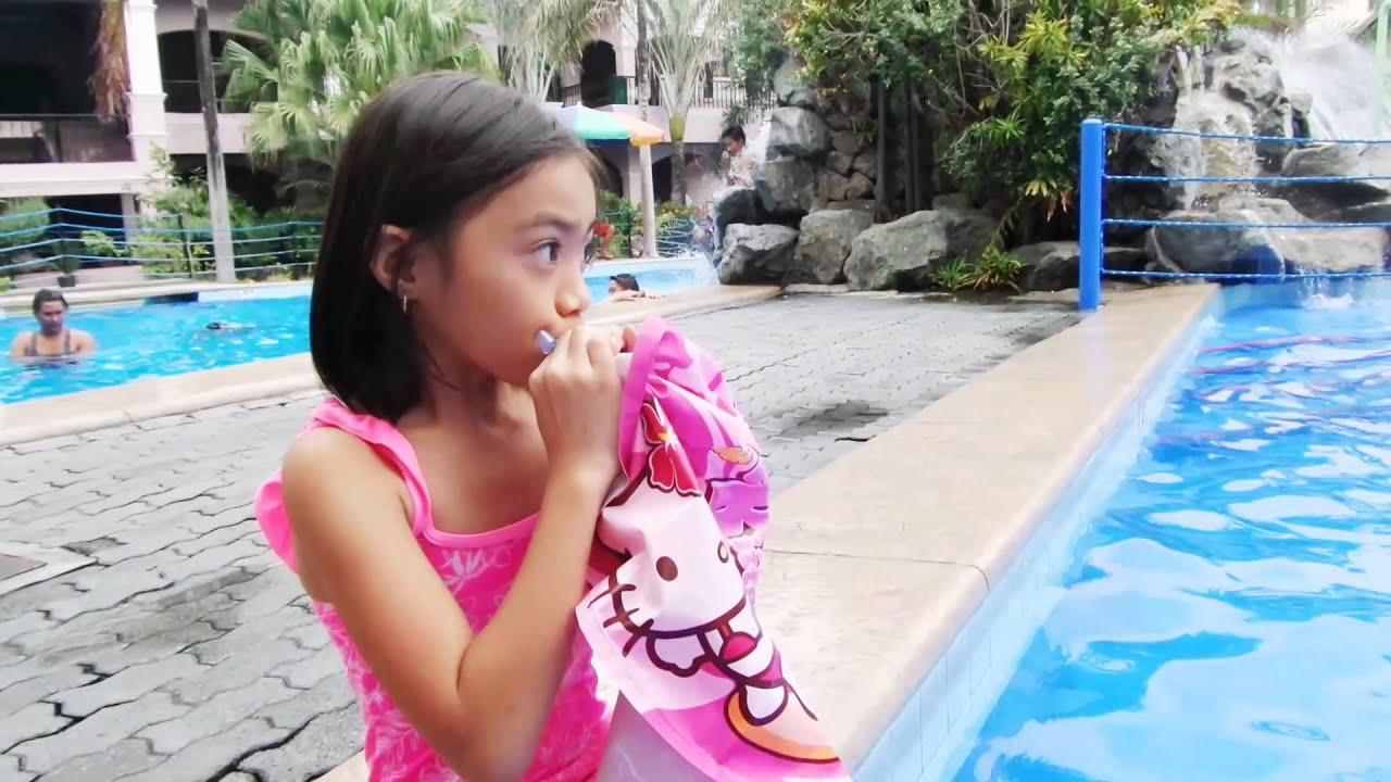 Inflatable Hello Kitty Swimming Donut Salbavida Youtube